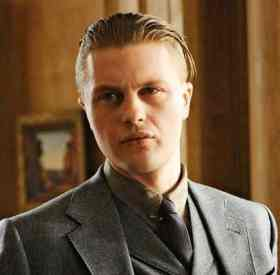 Picture-of-the-Undercut-hairstyle-of-Jimmy-Darmody-in-Boardwalk-Empire-copy